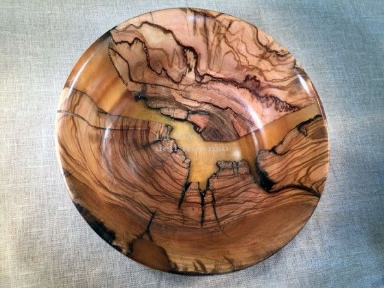 Bowl with transparencies, olive wood and yellow resin