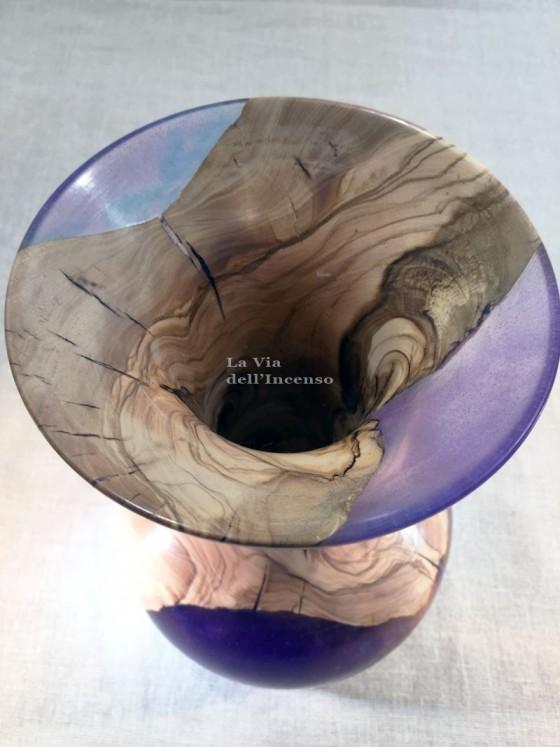 Purple amphora vase, olive wood and resin