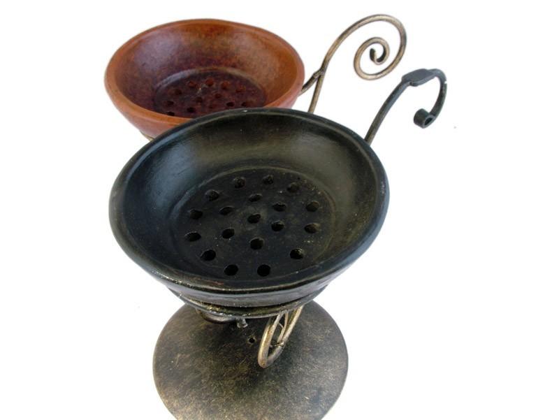 Bruciatore in ferro e ciotola in terracotta